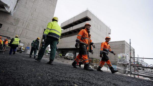 Рабочие на строительной площадке атомной электростанции в Финляндии. Архивное фото