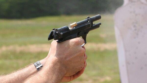 Выстрел из пистолета Beretta M9. Архивное фото.