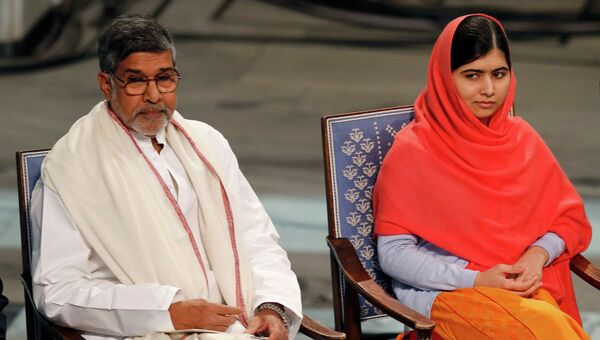 Малала Юсафзай и Кайлаш Сатьярти на церемонии вручения Нобелевской премии мира, 10 декабря 2014