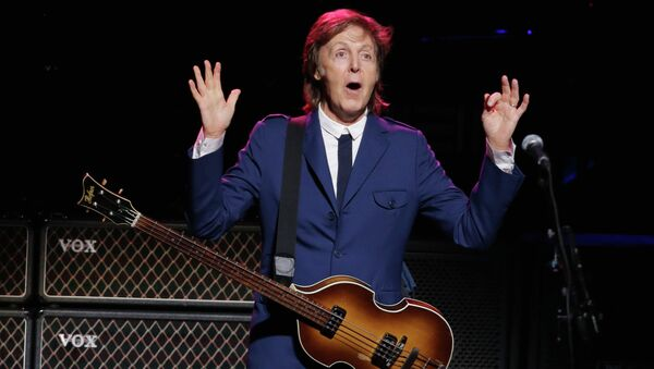 Британский музыкант, один из основателей группы The Beatles - Пол Маккартни. Архивное фото