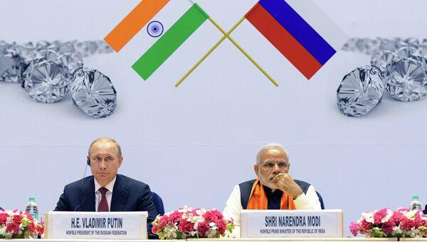 Президент России Владимир Путин и премьер-министр Индии Нарендра Моди во дворце науки Вигьян Бхаван в Нью-Дели, Индия