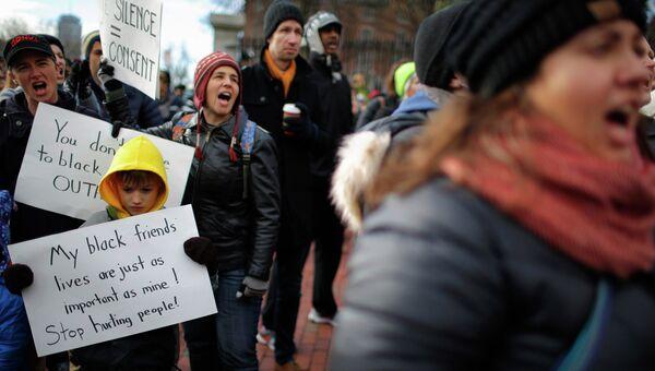 Протестующие против произвола полиции в Бостоне