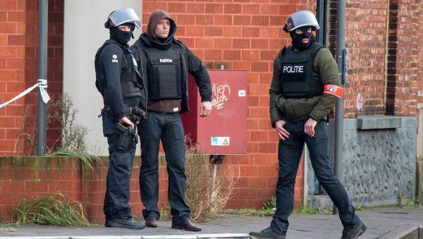 Спецназовцы на улице Гента, где были захвачены заложники. 15 декабря 2014
