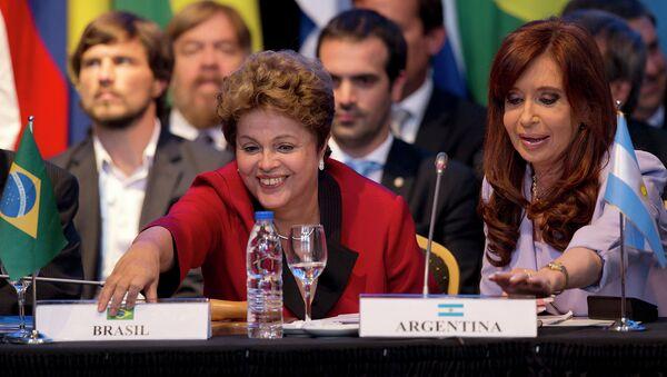 Президент Бразилии Дилма Руссефф и президент Аргентины Кристина Фернандес во время саммита Меркосур. 17 декабря 2014
