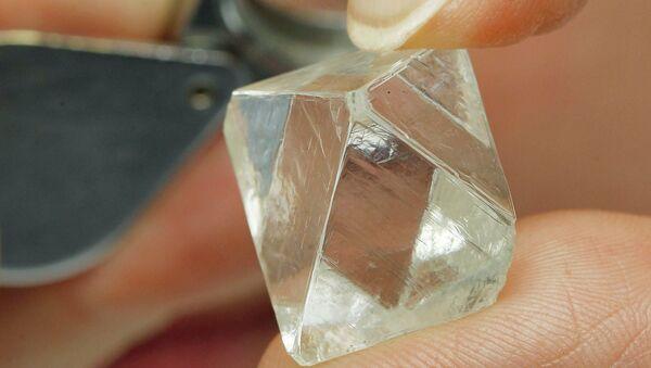 Алмаз из коллекции Государственного фонда драгоценных металлов и драгоценных камней