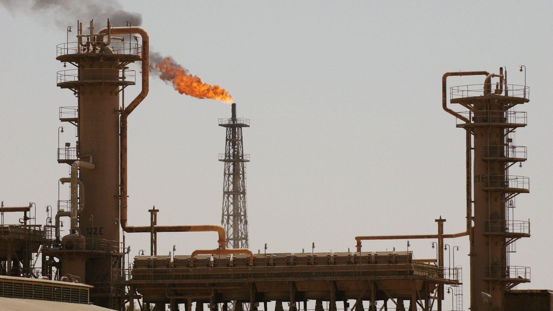 Крупнейший в Ираке нефтеперерабатывающий завод в северном городе Байджи. Архивное фото - РИА Новости, 1920, 05.05.2021