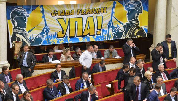 Депутаты на заседании Верховной Рады Украины в Киеве. Архивное фото.