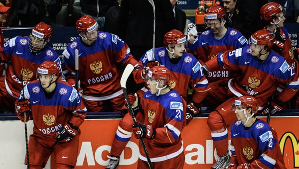 Игроки сборной России в матче группового этапа молодежного чемпионата мира по хоккею