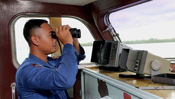 Индонезийская морская полиция во время поисков пропавшего самолета Air Asia. Архивное фото