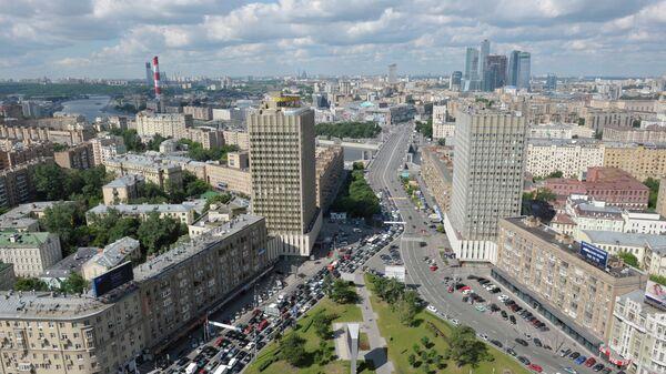 Вид на улицу Смоленская, гостиницу Белград, Бородинский мост и Смоленскую-Сенную площадь с крыши здания МИД Р