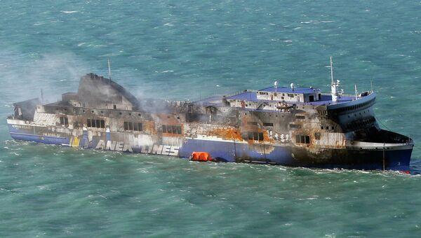Сгоревший итальянский паром Norman Atlantic в водах Греции