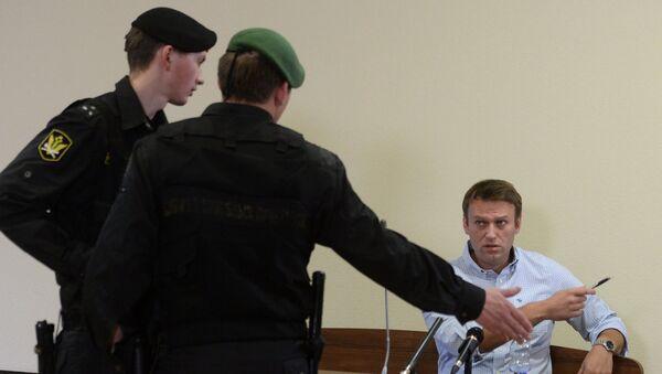 Оппозиционный политик Алексей Навальный во время рассмотрения апелляционных жалоб по делу Кировлеса в Кировском областном суде