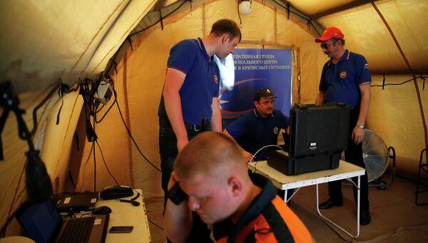 Спасатели МЧС РФ принимают участие в поисках на месте крушения самолета AirAsia