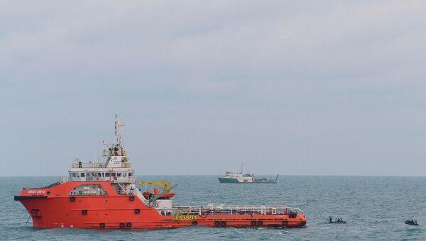 Индонезийское судно Крест Оникс на месте крушения Airbus