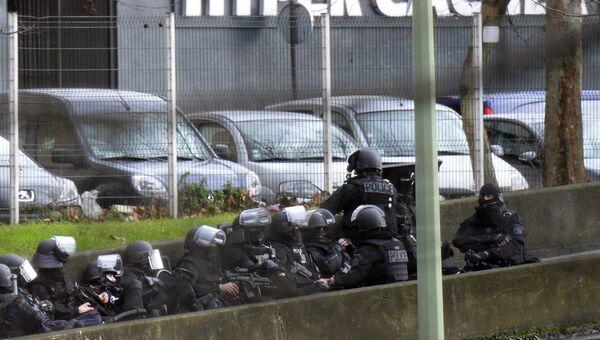 Французская полиция заняла позицию у кошерного магазина продовольственных товаров в Порт-де-Венсен