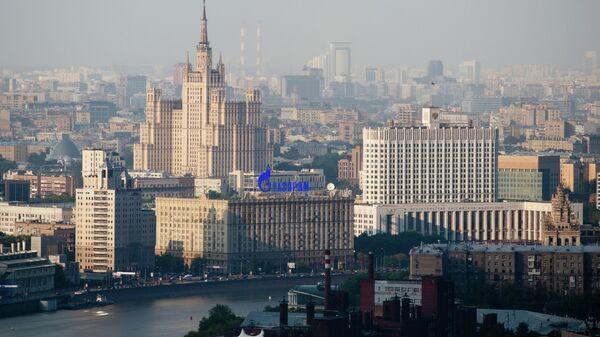 Дом правительства РФ и высотное здание на Кудринской площади. Архивное фото