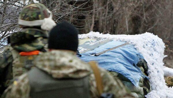 Украинские военнослужащие на блок-посту. Архивное фото