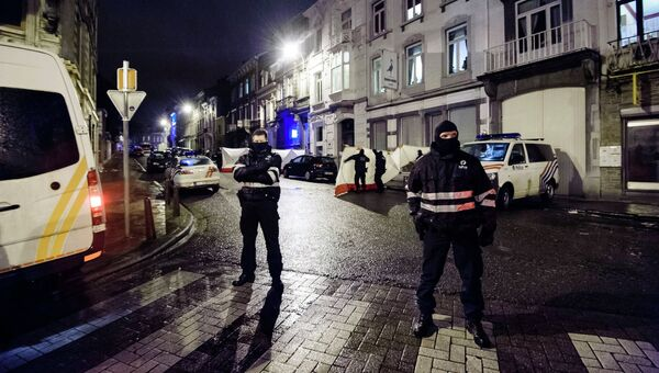 Сотрудники полиции Бельгии во время антитеррористической операции в городе Вервье. 15 января 2015