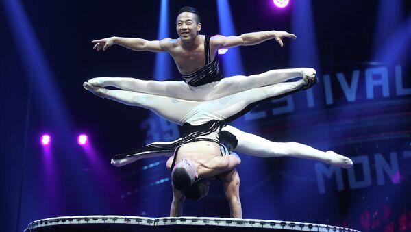 Акробаты из Китая выступают на 39-м Международном цирковом фестивале в Монте-Карло