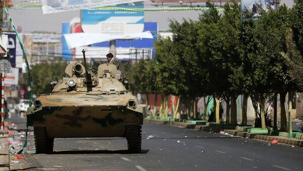 Шиитские повстанцы-хуситы на улице Саны. 19 января 2015