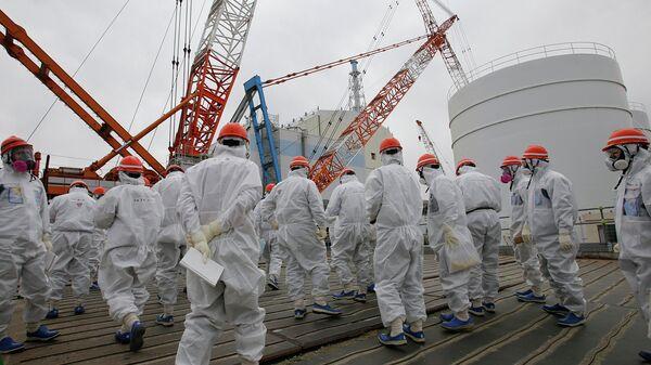 Сотрудники TEPCO ведут аварийные работы на АЭС Фукусима-1. Архивное фото
