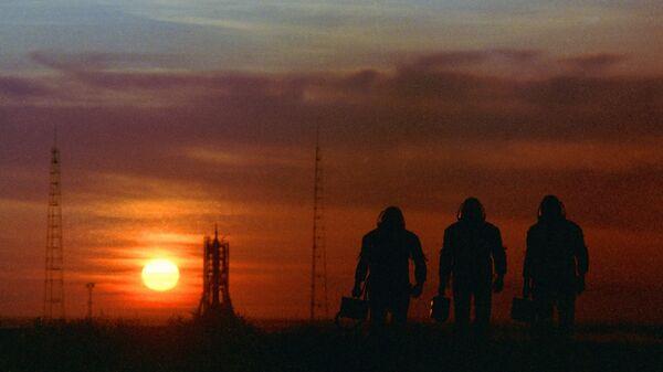 Космонавты на космодроме Байконур