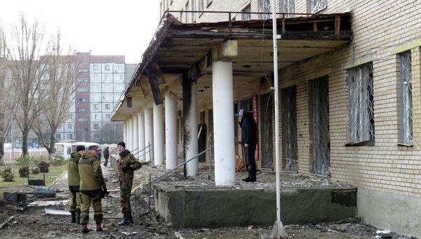 Ополченцы ДНР возле здания 27-й больницы в Донецке. 4 февраля 2015
