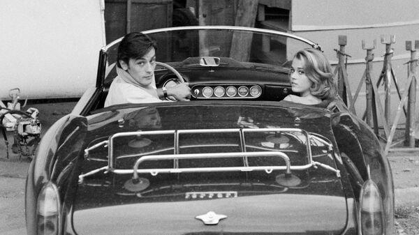 Ален Делон и Джейн Фонда в автомобиле Ferrari 250