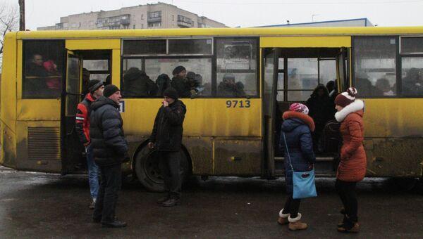 Эвакуация мирных жителей из зоны боевых действий на Украине. Архивное фото