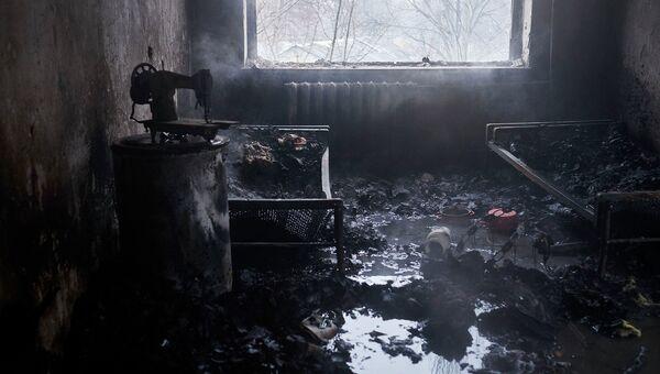 Квартира, поврежденная в результате обстрела химического завода и жилого квартала в Донецке