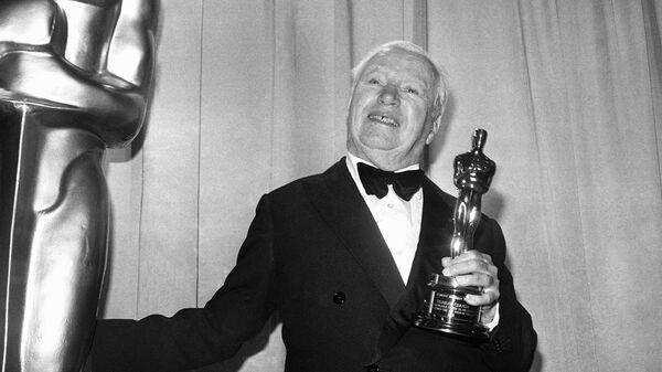Чарли Чалин во время получения премии Оскар в 1972 году. Архивное фото