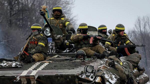 Бронемашина украинских военных возле Дебальцево
