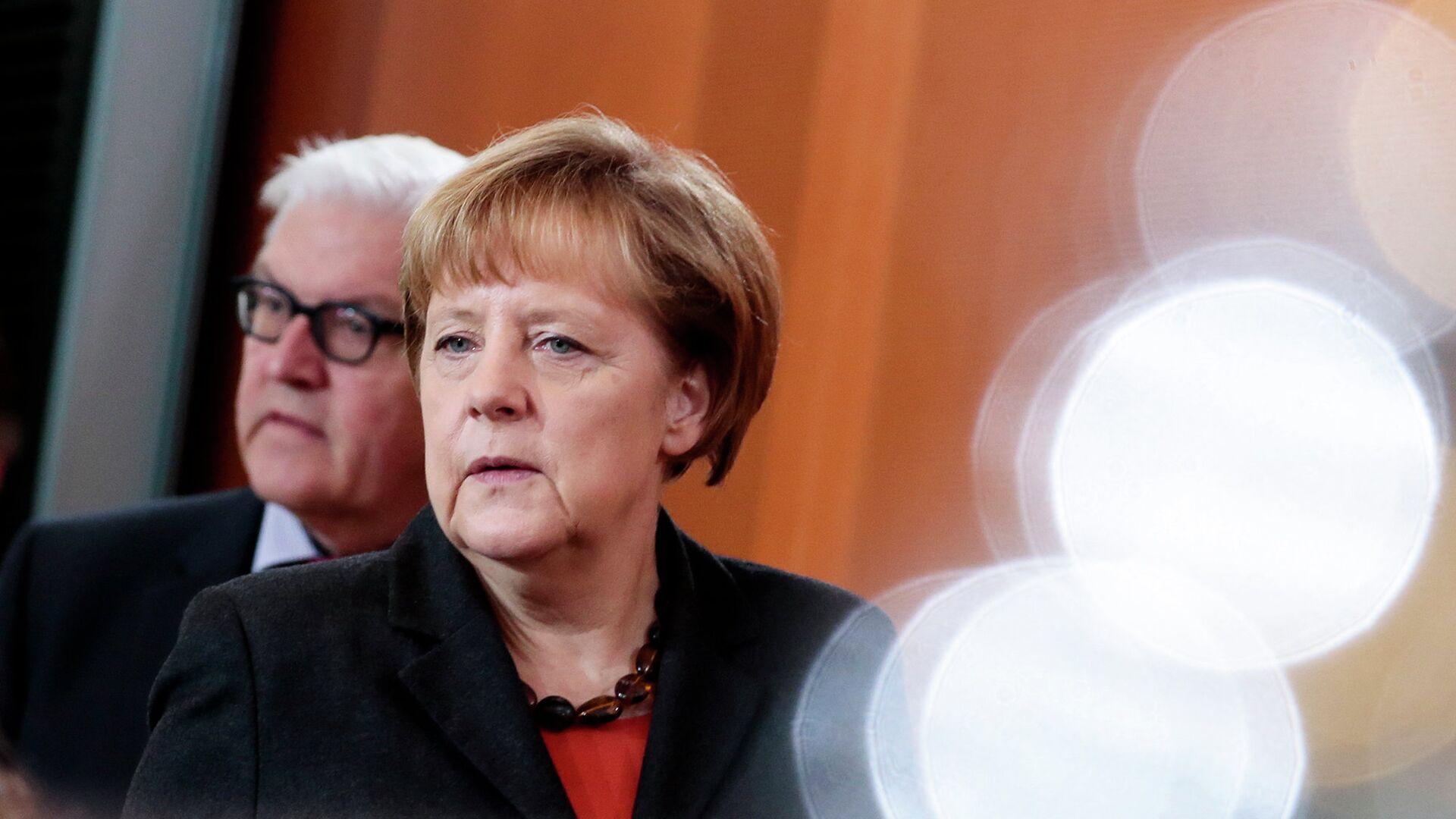 Путин поздравил Штайнмайера и Меркель с Днем Германского единства