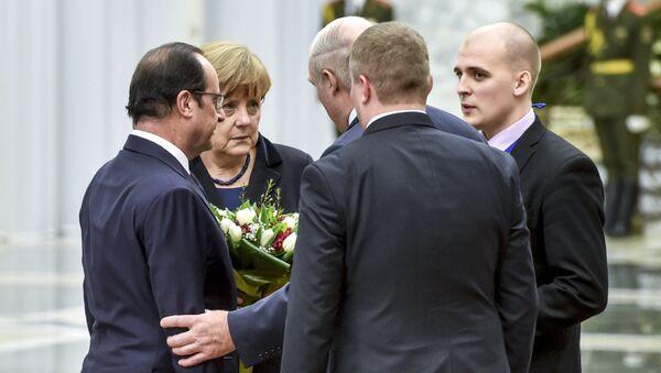 Президент Франции Франсуа Олланд, канцлер Германии Ангела Меркель и президент Белоруссии Александр Лукашенко во Дворце независимости в Минске