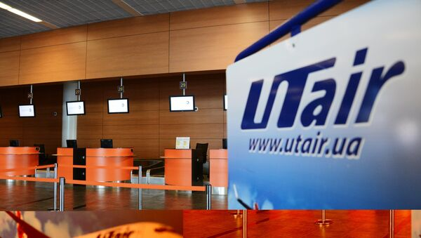 Логотип компании UTair в аэропорту. Архивное фото