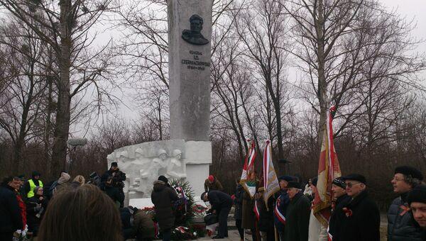 Памятник погибшего при освобождении Польши генерала Черняховского. Архивное фото