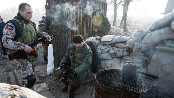 Ополченцы под Донецком, Украина. 15 февраля 2015. Архивное фото