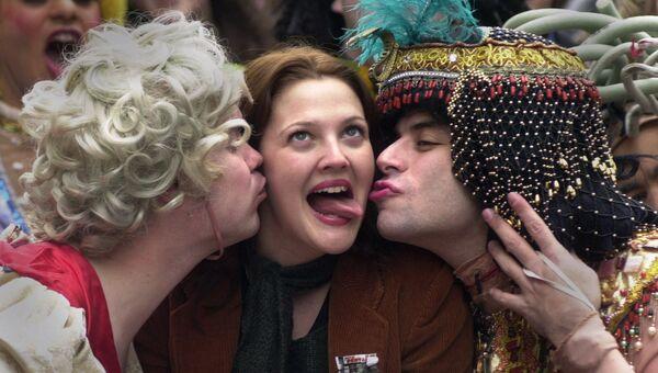 Актриса Дрю Бэрримор получила звание Женщины года театральным сообществом студентов Гарварда под названием Hasty Pudding
