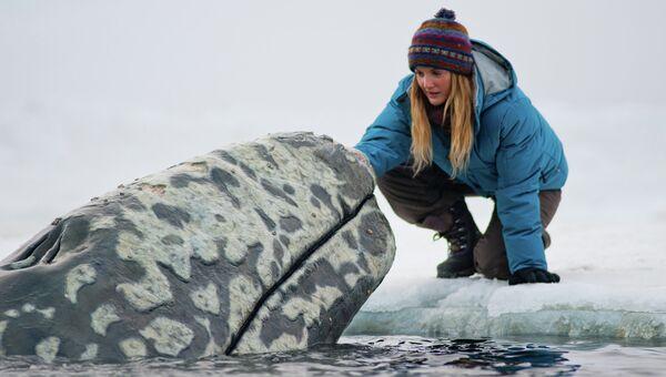 Актриса Дрю Бэрримор на съемках фильма Все любят китов