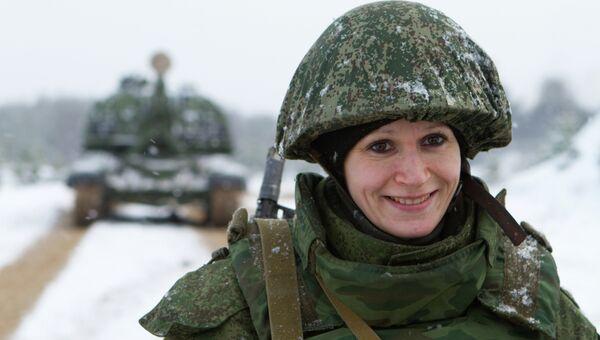 Военнослужащая во время учений на полигоне Мулино в Нижегородской области. Архивное фото