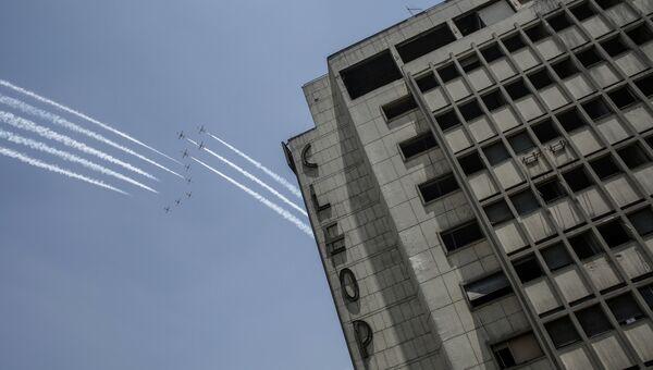 Истребители египетских ВВС над площадью Тахрир в Каире. Архивное фото