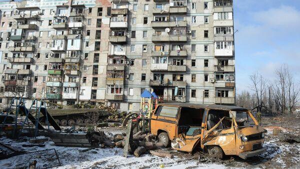 Разрушенный в результате обстрела дом в Донецке. Архивное фото