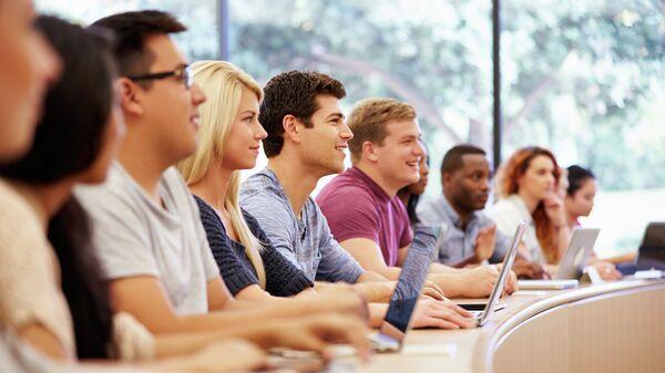 Студенты во время лекции. Архивное фото