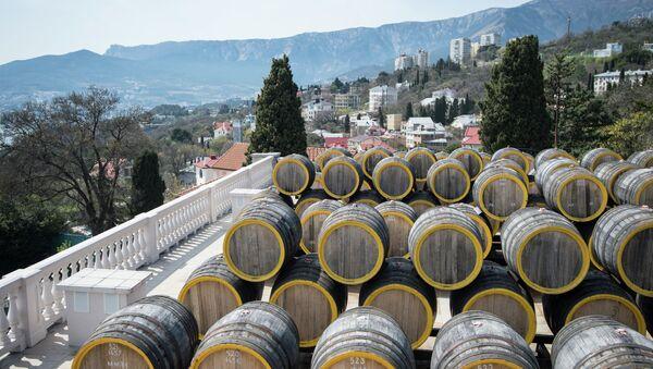 На винодельческом заводе Массандра. Архивное фото