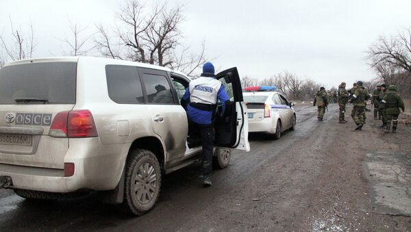 Сотрудники ОБСЕ в Дебальцево. Архивное фото