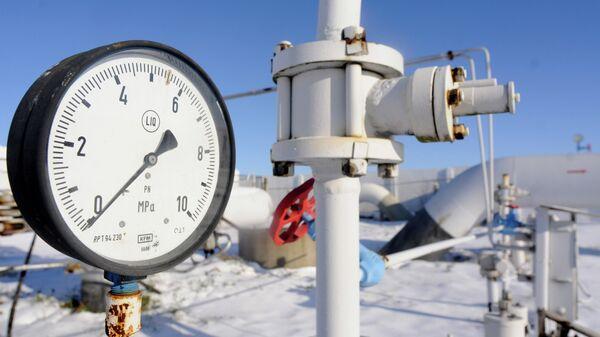 Манометр газа на магистральном газопроводе из России. Архивное фото