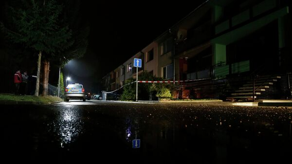 Полицейский автомобиль рядом с домом, Чехия