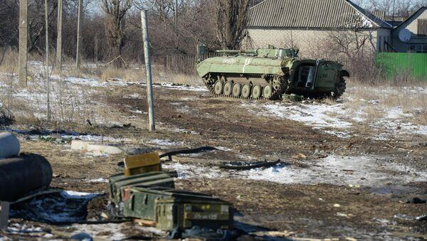Трофейная украинская военная техника на окраине Дебальцева