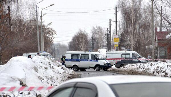 Машины полиции на месте стрельбы в Омске