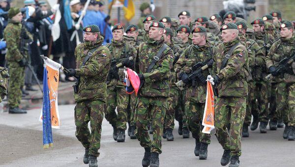 Солдаты армии Нидерландов на параде в Нарве, Эстония